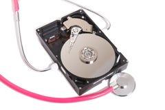 komputerowy dysk twardy z różowym stetoskopem zdjęcia stock