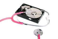 komputerowy dysk twardy z różowym stetoskopem obraz stock
