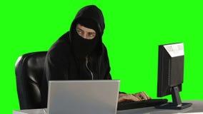 Komputerowy hacker używa komputery zdjęcie wideo