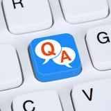 Komputerowy pojęcia pytanie i odpowiedź poparcia online pomocy kontakt obrazy stock