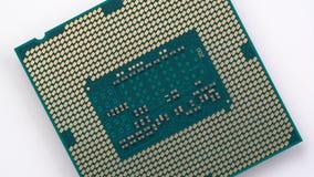 Komputerowy procesor wiruje na turntable zbiory wideo