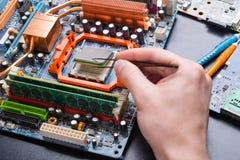 Komputerowy procesoru układ scalony demontuje zakończenie up fotografia stock
