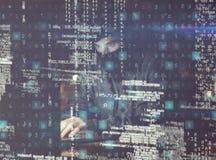komputerowych cyfr hackera laptopu udziałów parawanowy używać Obrazy Stock