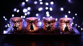 Komst, vier verfraaide kaarsen stock videobeelden