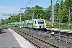 Komt de hoge snelheids elektrische trein Sm3 ` Pendolino ` op het station van Hameenlinna aan Stock Afbeeldingen