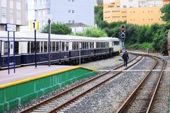 Komt de luxe retro trein aan de post aan Royalty-vrije Stock Afbeelding