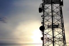 Komunikacja anteny Wierza Obrazy Royalty Free
