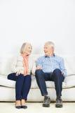 Komunikacja między starszą parą Zdjęcie Royalty Free