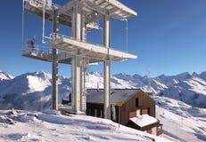 Komunikacyjny anteny wierza w wysokich górach Zdjęcia Royalty Free