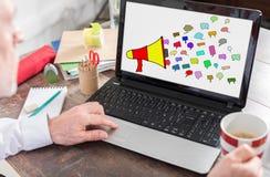 Komunikacyjny pojęcie na laptopu ekranie Obrazy Stock