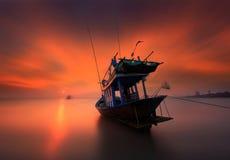 Το αλιευτικό σκάφος στην παραλία Kon AO, Rayong, Ταϊλάνδη Στοκ Εικόνες