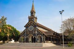 Kon Tum Vietnam - Mars 28, 2016: Går kyrkan i staden av Kon Tum i den centrala Skotska högländerna av Vietnam är en forntida reli Royaltyfria Bilder