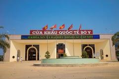 Kon Tum Vietnam - mars 28, 2016: Port Bo Y för internationell gräns i den Vietnam - Laos gränsen, i det Kon Tum landskapet, centr Royaltyfria Bilder