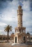 Konak摆正看法与老钟楼,伊兹密尔,土耳其 免版税库存照片