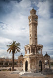 Konak esquadra a vista com a torre de pulso de disparo velha, Izmir, Turquia Fotos de Stock Royalty Free