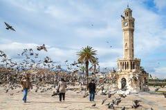 Konak-Quadrat, gehende einfache Leute und Tauben Lizenzfreie Stockfotografie