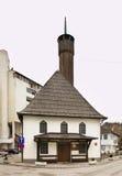 Konatorska清真寺在特拉夫尼克 达成协议波斯尼亚夹子色的greyed黑塞哥维那包括专业的区区映射路径替补被遮蔽的状态周围的领土对都市植被 免版税图库摄影