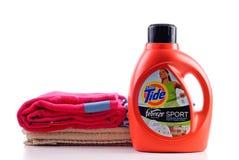 koncentrerad rena tvätteritide Arkivfoton