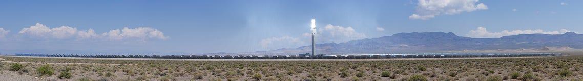 Koncentrerad termisk panorama för solenergiväxt Arkivbilder