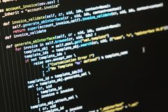 koncepcja dziewczyny laptopa technologii informacji cyfrowej świecący tunelu Kodować pismo tekst na ekranie Zdjęcia Stock