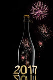 koncepcja nowego roku Szampańska wino butelka 2017 na czarnym tle Zdjęcia Royalty Free