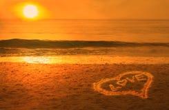 koncepcja plażowa pary rąk miłości Obraz Royalty Free