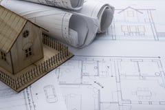 koncepcja real nieruchomości Architekta miejsce pracy Architektoniczny projekt, projekty, projekt rolki i modela dom na planach, Zdjęcia Stock