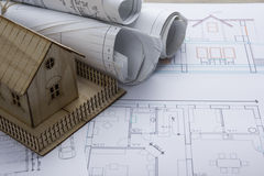 koncepcja real nieruchomości Architekta miejsce pracy Architektoniczny projekt, projekty, projekt rolki i modela dom na planach, Zdjęcie Stock