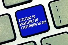Konceptualna ręka pisze doborowość pokazywać uganianiu W Everything Biznesowa fotografia pokazuje gmeranie zdjęcie stock