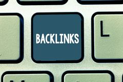 Konceptualna ręka pisze pokazywać Backlinks Biznesowa fotografia pokazuje przybywającego hyperlink od jeden strony internetowej i fotografia royalty free