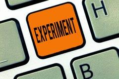 Konceptualna ręka pisze pokazywać eksperyment Biznesowego fotografia teksta Naukowa procedura Robi odkryciu próbnej hipotezie fotografia royalty free