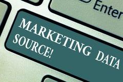 Konceptualna ręka pisze pokazywać Marketingowego dane źródło Biznesowa fotografia pokazuje podłączeniowego ustawianie baza danych obraz stock