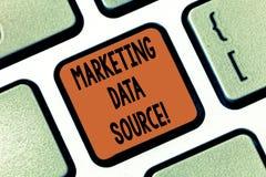 Konceptualna ręka pisze pokazywać Marketingowego dane źródło Biznesowa fotografia pokazuje podłączeniowego ustawianie baza danych zdjęcie royalty free