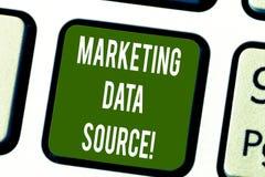 Konceptualna ręka pisze pokazywać Marketingowego dane źródło Biznesowego fotografia teksta podłączeniowy ustawianie baza danych o zdjęcia royalty free