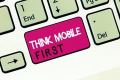 Konceptualna ręka pisze pokazywać myśli wiszącej ozdoby Pierwszy Biznesową fotografię pokazuje Łatwego Handheld przyrząd Dostępne zdjęcie royalty free