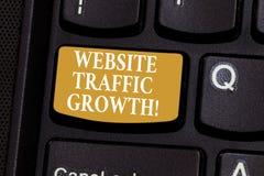 Konceptualna ręka pisze pokazywać strona internetowa ruchu drogowego przyrosta Biznesowa fotografia pokazuje wprowadzać na rynek  obrazy stock