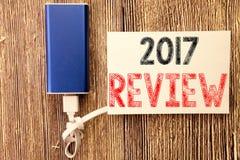 Konceptualna ręki writing teksta podpisu inspiracja pokazuje 2017 przegląd Biznesowy pojęcie dla Rocznego Zbiorczego raportu Pisa obrazy stock