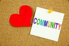 Konceptualna ręki writing teksta podpisu inspiracja pokazuje społeczności Biznesowy pojęcie dla więzi miłości pisać na kleistej n Zdjęcie Stock