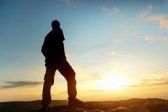 konceptualnego projekta mężczyzna góry wierzchołek zdjęcie stock