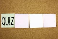 Konceptualnego ręki writing teksta podpisu inspiraci seansu quizu Biznesowy pojęcie dla Próbnego edukacja egzaminu pojęcia na col fotografia stock