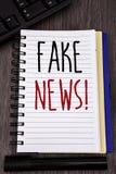 Konceptualnej ręki writing seansu imitaci wiadomości Motywacyjny wezwanie Biznesowe fotografie pokazuje Fałszywego Niepotwierdzon fotografia royalty free