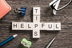 Konceptualni biznesowi słowa kluczowe na stole z elementami gemowy robi crossword Obraz Royalty Free