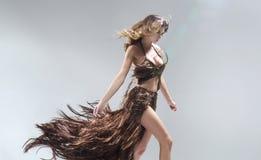 Konceptualny portriat kobieta jest ubranym suknię robić włosy Zdjęcie Royalty Free