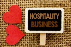 Konceptualny ręka tekst pokazuje gościnność biznes Biznesowa fotografia pokazuje przemysł turystyki Biznesową reklamę pisać na bl zdjęcie stock