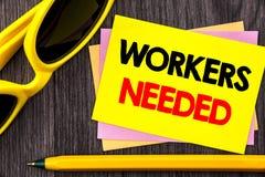Konceptualny ręka tekst pokazuje pracowników Potrzebujących Biznesowa fotografia pokazuje rewizję Dla kariera zasobów pracowników Fotografia Stock