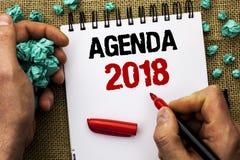 Konceptualny ręki writing pokazuje agendę 2018 Biznesowej fotografia teksta strategii Planistyczne rzeczy Planują Przyszłościoweg Zdjęcia Stock