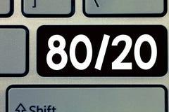 Konceptualny ręki writing pokazuje 80 20 Biznesowa fotografia teksta Pareto zasada czynnika sparsity Statystyczna dystrybucja fotografia royalty free