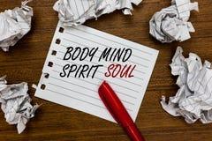 Konceptualny ręki writing pokazuje ciało umysłu ducha duszę Biznesowa fotografia pokazuje ogłoszenie towarzyskie terapii świadomo zdjęcie royalty free