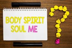 Konceptualny ręki writing pokazuje ciału Spirytusową duszę Ja Biznesowa fotografia pokazuje ogłoszenie towarzyskie terapii świado obrazy stock