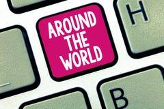 Konceptualny ręki writing pokazuje Dookoła Świata Biznesowa fotografia pokazuje mówić ten coś dostępnego po całym kuli ziemskiej  zdjęcie royalty free